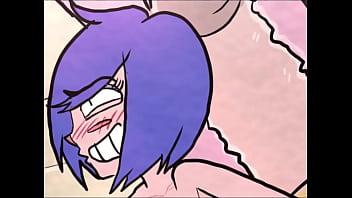 Худенькая девушка всовывает в анально-вагинальное отверстие каблук перед камерой