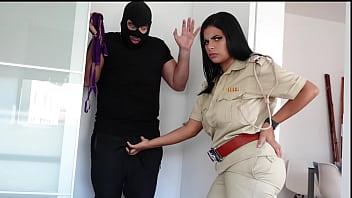 Юноша наказал жёнушку и приласкал ее ноги