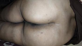 Уже в годах фрау с крупный грудью сосет член любовника в гостиной