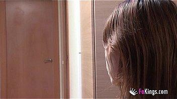 Массажистка с интимной стрижкой дала оттрахать саму себя в анальное отверстие