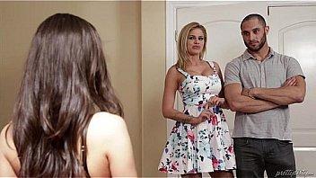 Парень пообещал ошеломительной блондиночке незабываемый секс, на кухне