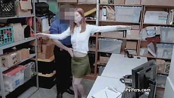 Неверная благоверная ебется в сочный задница с деловым партнером супруга
