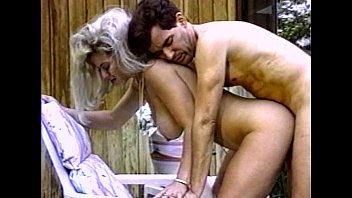 Старухе повезло с молодой любовницей в отеле