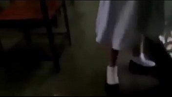 Молодчик занимается анальным сексом с русской девчушкой во время месячных