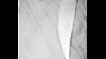 Зрелая брюнетка скачет на хуе обеими дырками по очереди