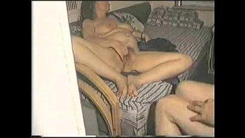 Две девчонки радуют 1 мальчика